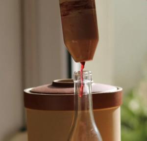 Soutirage du vinaigre.