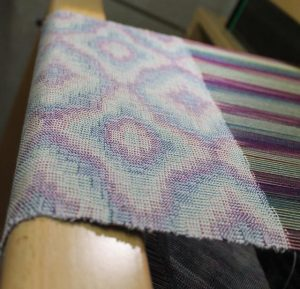 Echarpe en soie effet d'iridescence